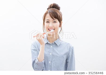 Young woman brushing teeth 35256446