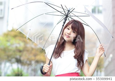 一個年輕成年女性 女生 女孩 35309941