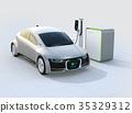 充電狀態顯示在正在充電的電動車輛的前部。汽車和人通信概念 35329312
