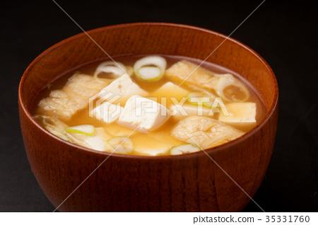味噌湯配豆腐和油炸豆腐 35331760