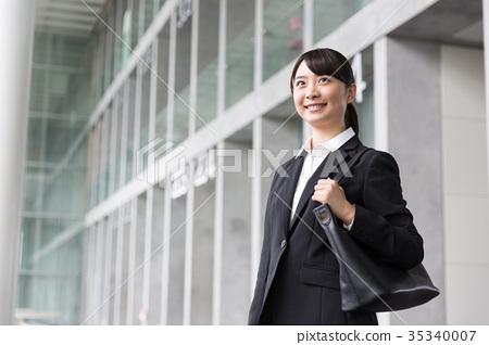 求職西裝的女人 35340007