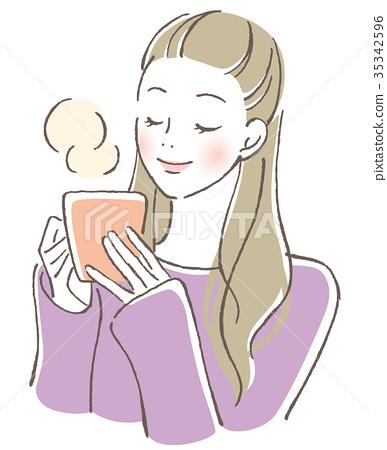 一個女人喝一杯熱飲 35342596