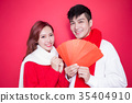 couple holding red envelope 35404910