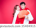 couple holding red envelope 35404915