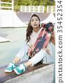 젊은여자,스케이트보드 35452354