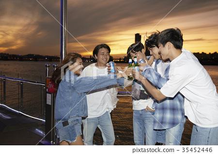 젊은여자,젊은남자,친구,한강,여가시간 35452446