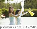運動 歡呼 年輕女子 35452585