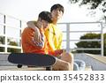 젊은남자,친구,스케이트보드 35452833