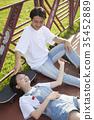 젊은여자,젊은남자,스케이트보드 35452889