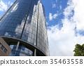 빌딩에 비친 구름과 푸른 하늘 35463558