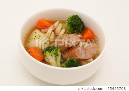 Potof菜香腸燉湯白色背景 35465708