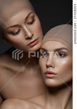 beautiful girls with natural makeup 35498064