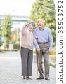 수석 부부 원앙 부부 거리 산책 35503752