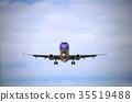 从正面看到的着陆姿势的飞机2 35519488