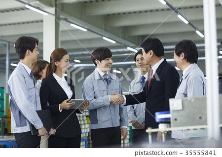 工廠,解釋,商人,女商人,工人,握手 35555841