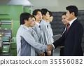 工廠,解釋,商人,女商人,工人,握手 35556082