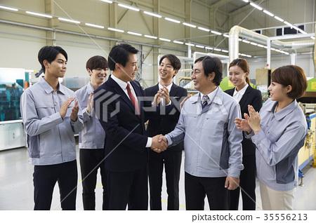 工廠,解釋,商人,女商人,工人,握手 35556213