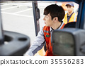 年輕人 背心 叉車 35556283