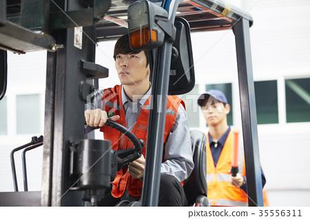 工業,工廠,叉車,工人 35556311