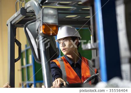 산업,공장,지게차,작업인 35556404