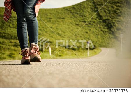 成熟的女人 一個年輕成年女性 女生 35572578