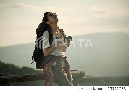 女背包客相機肖像 35572788