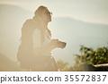 女背包客相機肖像 35572837