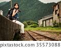 女人背包客站回家 35573088