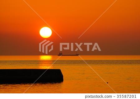 一個人的傍晚太陽揮動 35587201