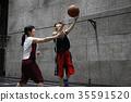 농구를하는 여성 슛 35591520