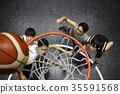 打篮球的男人 35591568