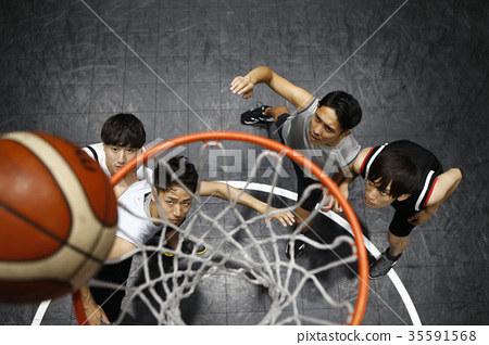 打籃球的男人 35591568