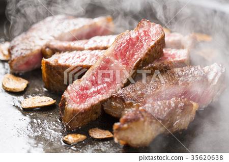 烤牛排肉 35620638