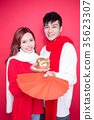 couple hold pig and envelope 35623307