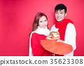 couple hold pig and envelope 35623308