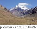 남미 칠레와 아르헨티나 국경, 고산 초원이 펼쳐지는 안데스 산맥의 계곡에서 남미 최고봉 아 콩카 구아보기 35646497