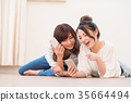 一位年輕女士(智能手機) 35664494