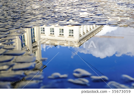 place du palais royal, pool of water, puddle 35673059