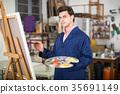 Male artist drawing in studio 35691149