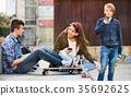 青少年 玩 演奏 35692625