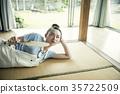在家放鬆的婦女 35722509