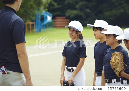 Boy baseball team practice 35723609
