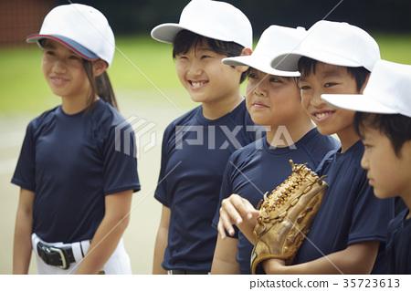 男孩棒球隊練習 35723613