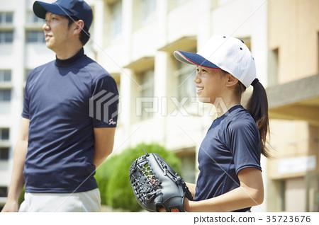 男孩棒球實踐女孩畫象 35723676