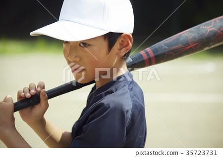 男孩棒球男孩實踐的打擊畫象 35723731