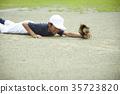 男孩棒球比赛男孩传染性的球 35723820