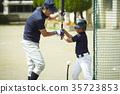เด็กชายเบสบอลบอยฝึกซ้อมบอล 35723853