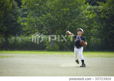 少年棒球練習比賽防守 35723920