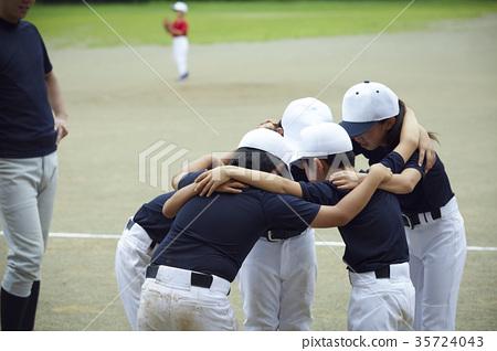 Shonen棒球比賽形成一個圓圈的成員 35724043