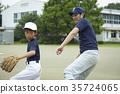男孩棒球運動員實踐的投球畫象 35724065